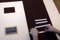 1. Corta y dobla cuatro tiras de papel.